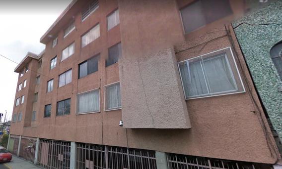 Amplio Departamento Sobre Avenida Martín Carrera