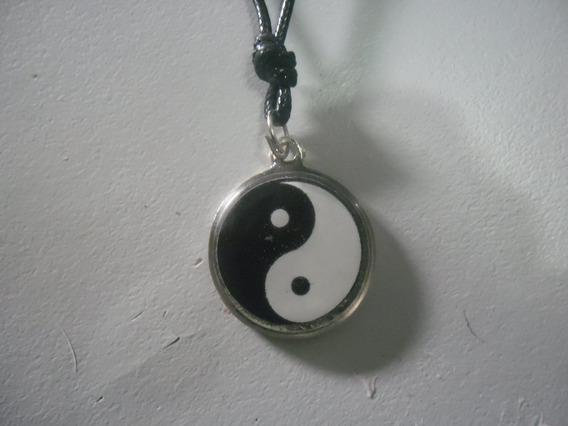 Colar Yin Yang Aço & Resina Cordão C/ Ajustes D/ Tamanho
