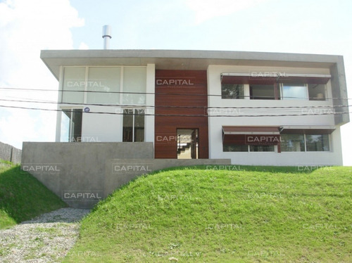 Excelente Casa De 3 Dormitorios En Playa Brava -ref:27242