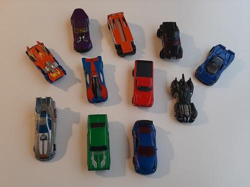 Autitos Hot Wheels Y Más 2 X 550 / 11 X 1.900