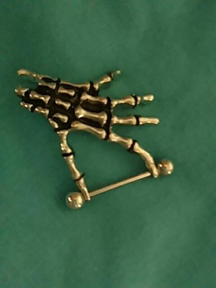 Brinco Piercing Mão Esqueleto Pronta Entrega