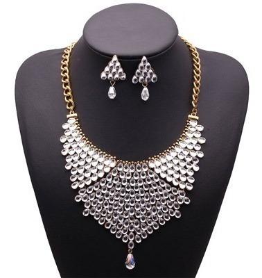 Exquisito Collar Grande Dorado Con Piedras Plateadas Fiesta