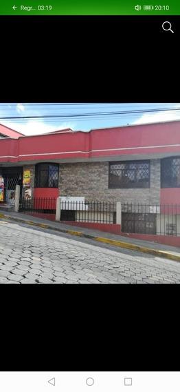 Vendo Casa De Tres Pisos En El Sur De Quito, Negociable