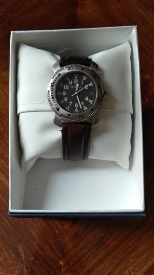 Reloj Victorinox Quartz Date 4.566
