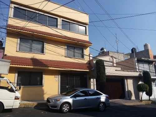 Casa De 3 Niveles, 2 Estacionamientos, Vista Hermosa
