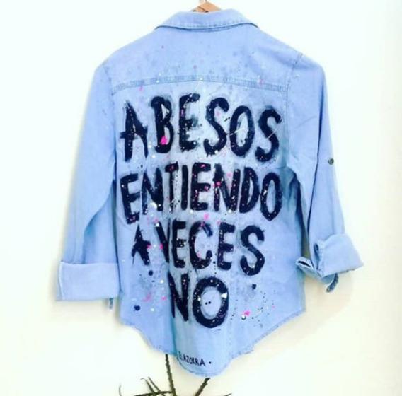 Camisa Jean Celeste Claro A Besos Entiendo Pintada Estampada