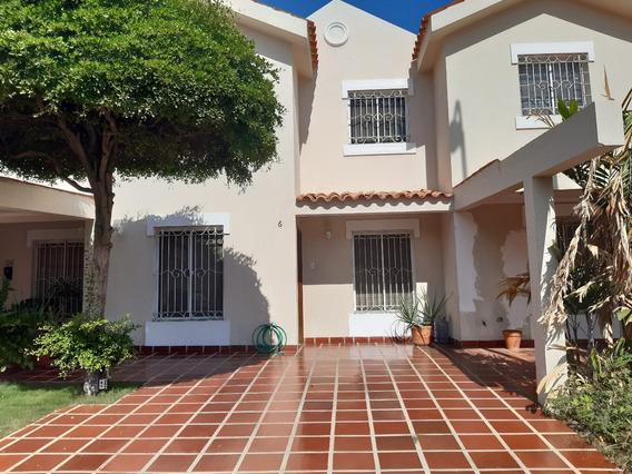 Touwhouse En Alquiler En Maracaibo Zona Norte