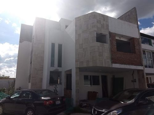Amplia Casa Dentro De Exclusivo Clouster En Lomas De Angelópolis. 280m2