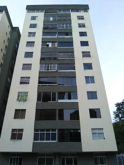 Apartamento De 2 Hab / 2 Baños, Edificio Muy Bien Conservado