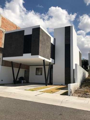 Residencia En Zibata, Moderna, 3 Recamaras, Sala Tv, Tina..