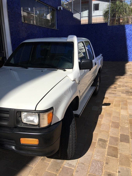 Toyota Hilux 4x4 2.8 Dlx 2001 Branca
