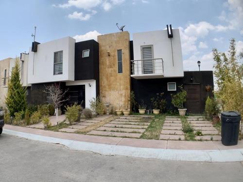 Imagen 1 de 12 de Casa Sola En Venta Residencia En Privada. Terreno 210 M. Área Social Techada. Estudio Y  Jardín.