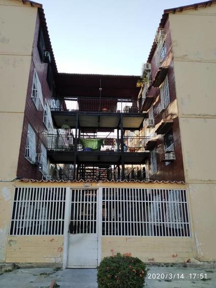 Apartamento En El Lago/ Rayzy Rosales 04242648358