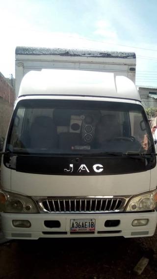 Camion Jac De Carga Obsequio Con 2 Cauchos De Repuestos