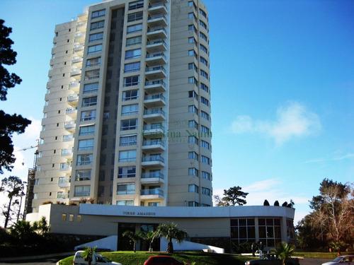 Apartamento, Próximo Al Shopping.- Ref: 19352