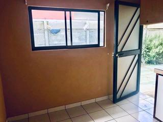 Departamento De Un Dormitorio, Cochera Bajo Techo.