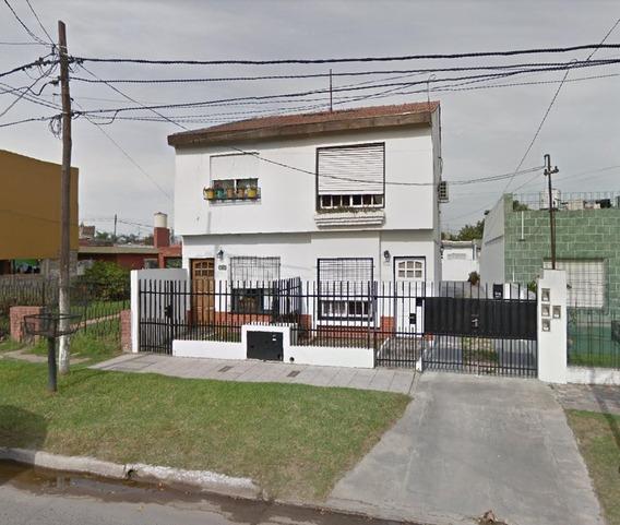 Amplio Departamento, Planta Baja, A 1 Cuadra R23