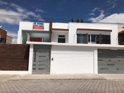 Casa De Tres Dormitorios Con Baño Individual Y Un Baño Soci