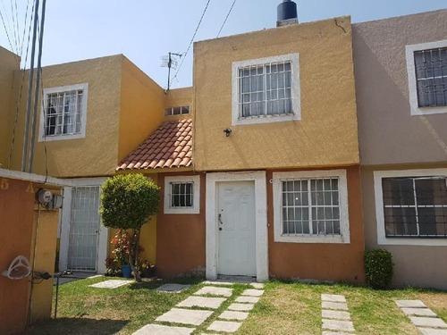 Casa En Venta En Villas Santa Monica, Cerca De La Zona Industrial De Toluca.