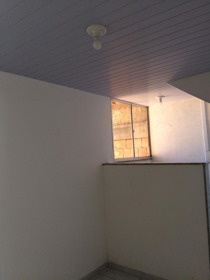 Kitinet Com Um Quarto, Sala, Cozinha, Banheiro, Area De Serv