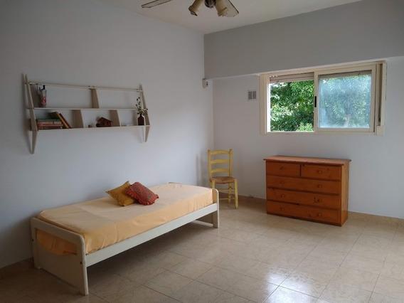 Habitación Casa De Familia A Pasos De Liniers