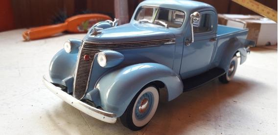 Studebaker Pick Up 1937 Escala 1/18
