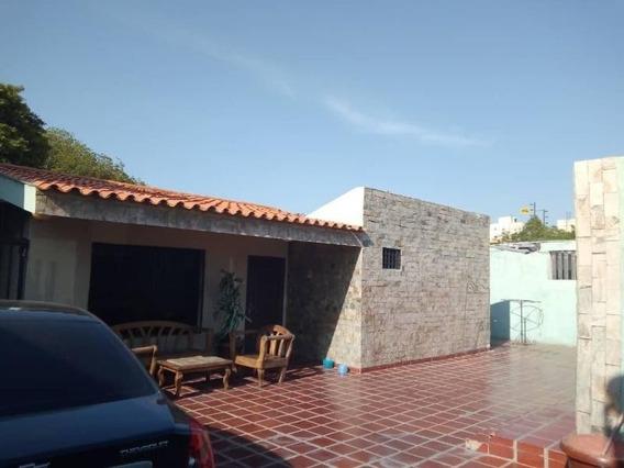 Casa En Venta. La Macandona. Mls 20-2096.