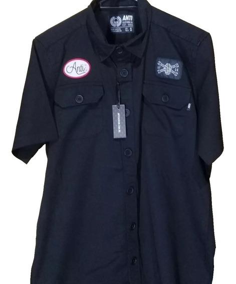 Camisa Negra Antifashion Con Parches