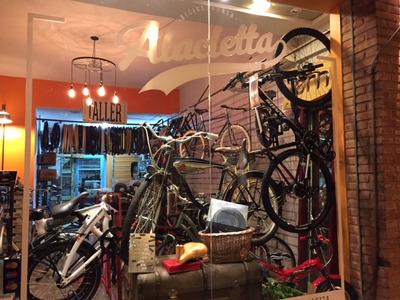 Bicicletería En Barrio Las Cañitas