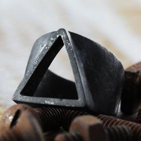 Anel Triangulo Masculino Forma Geométrica Em Prata.