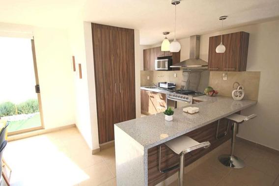 !! Amplia Casa De 3 Recamaras En Zona Residencial !!