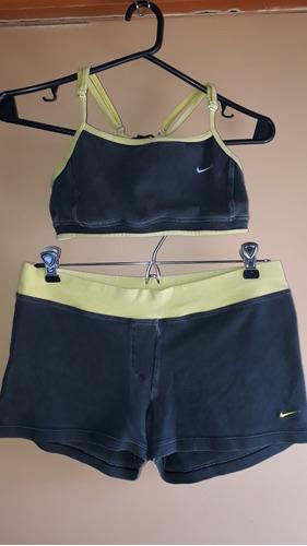 Nike, Conjunto De Short Y Top Deportivo De Mujer.