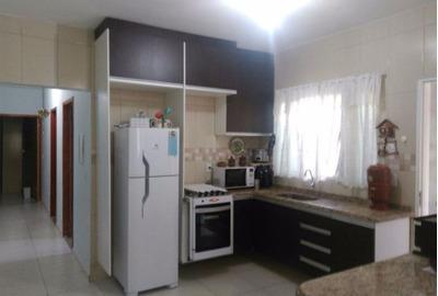 Linda Casa Em Jd. Vista Alegre - C52