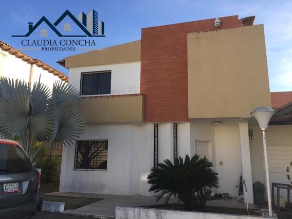 Se Vende Casa En Res. Athenea Place Villa Granada, Pto Ordaz
