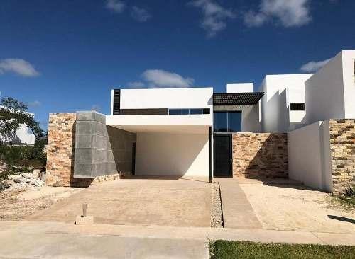 Hermosa Casa En Privada Parque Natura, Cholul, Con Amenidades, Mérida
