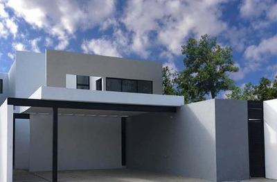 Residencia De 3 Recámaras, Estudio Y Cuarto De Servicio En T