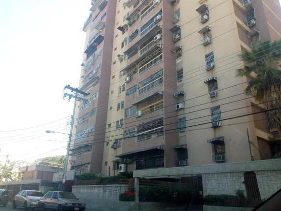 Apartamento En Venta Urb El Centro Codigo Flex 19-20113 Mv