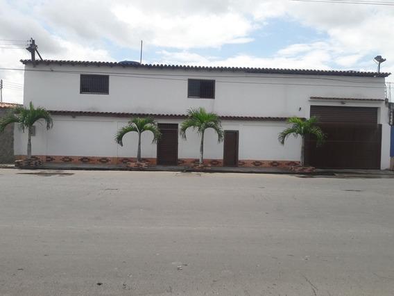 Local De 2 Plantas En La Av. Principal De Paraparal