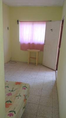 Cuarto Con Baño En Interior.