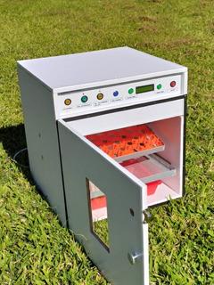 Incubadora Para 54 Huevos Volteo Automático 50 W .