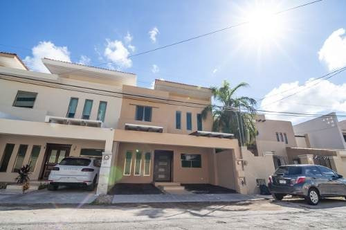 Venta De Residencia Equipada En Fraccionamiento Montecristo