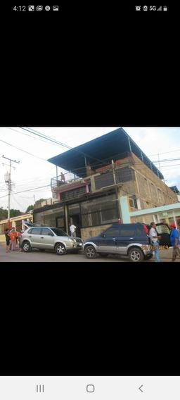 Casa De Tres Pisos Totalmente Amoblada