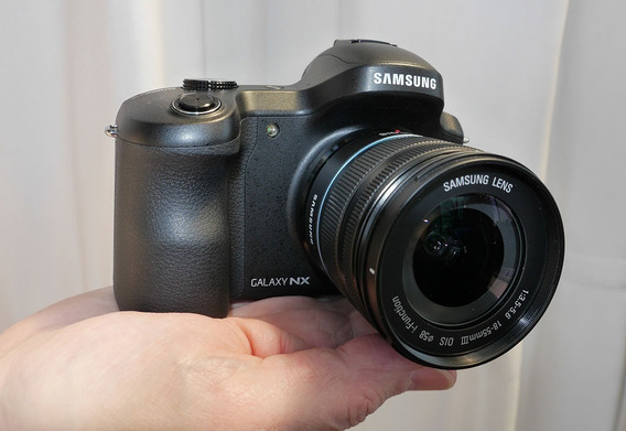 Samsung Galaxy Nx Ek-gn120 + 50mm 1.4