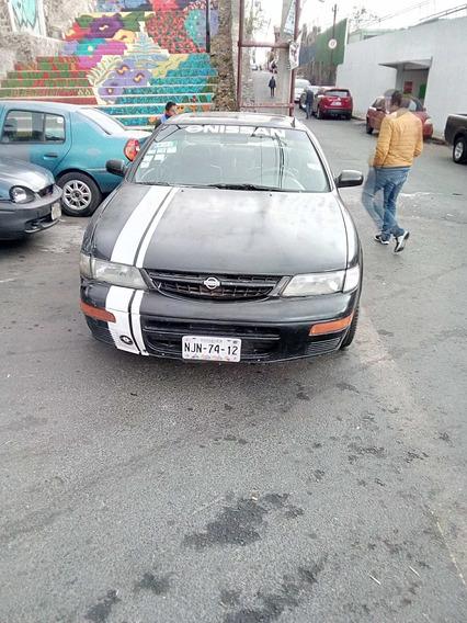 Nissan Maxima 4 Puertas Color Negro Con Rines Deportivos
