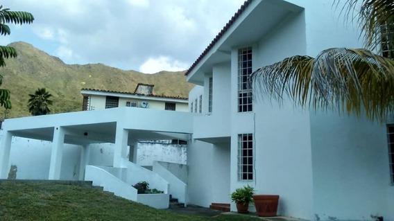 En Venta Hermosa Casa; Urb.el Castaño: Alfonso S.