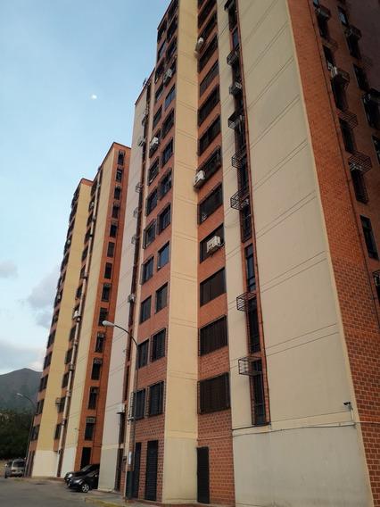 Apartamento En Resd Palma Real, Mañongo Hengly Castellanos