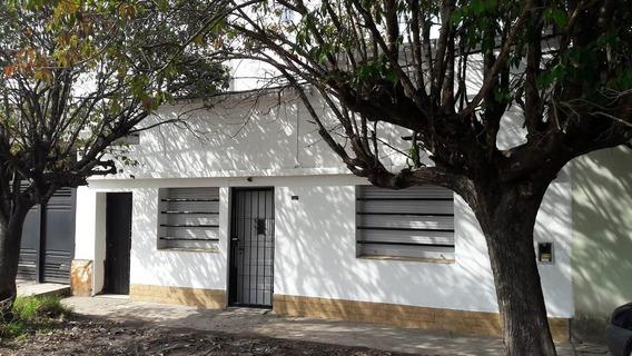 62 Bis Entre 137 Y 138 Los Hornos. Casa De 4 Dormitorios En Venta