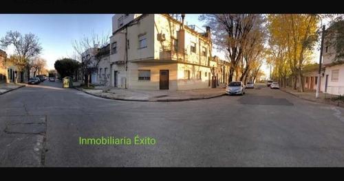 Se Vende Casa 100m2, Uruguayana Y Agraciada. 3 Dorm Y Patio