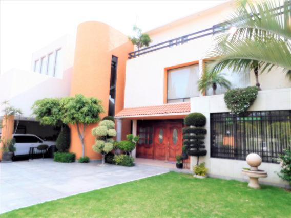 Residencia En Privada ; A 1 Calle Del Club De Golf La Hda.