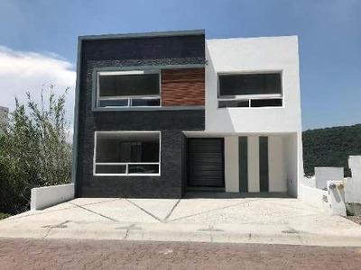 Casa Nueva En Venta En Fracc. Cumbres Del Cimatario Con Acabados De Lujo De 3 Niveles
